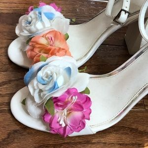 White  Heeled Sandal with Flowers, worn Once